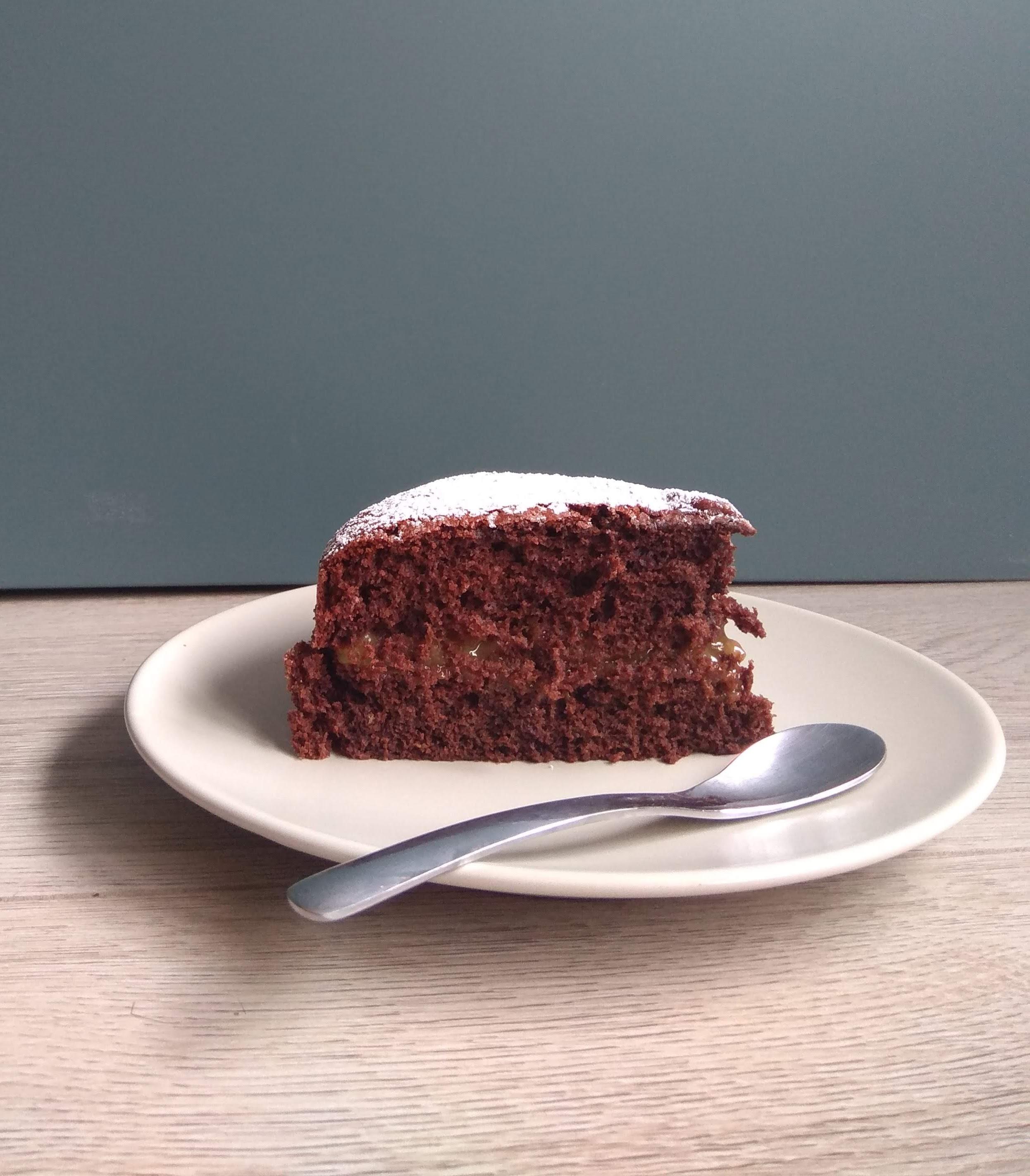 Receta fácil de bizcocho de chocolate y naranja. Descúbrela en: www.cocinandoconlola.com