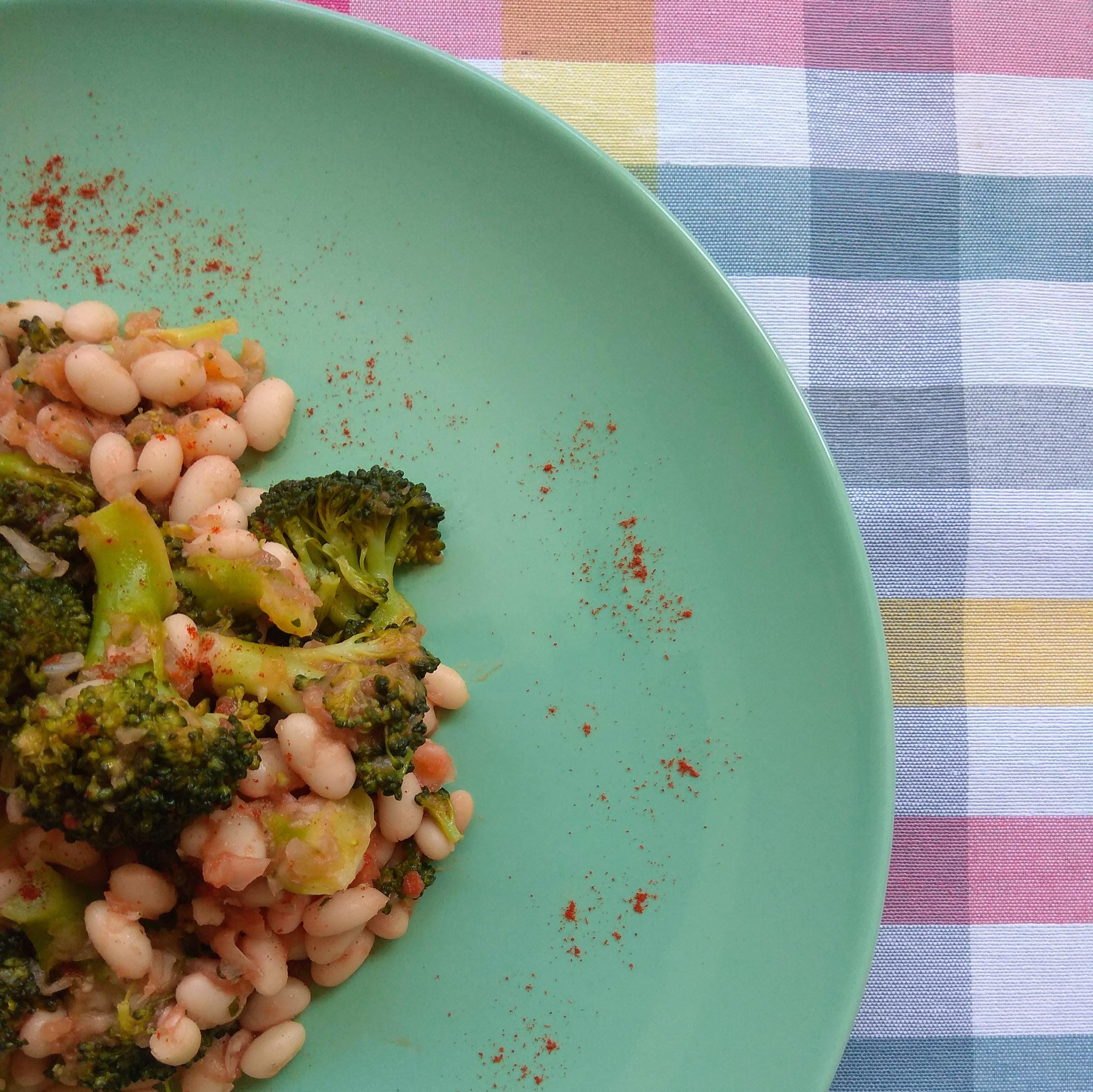 Receta: Brócoli con judías blancas. Descúbrela en: www.cocinandoconlola.com