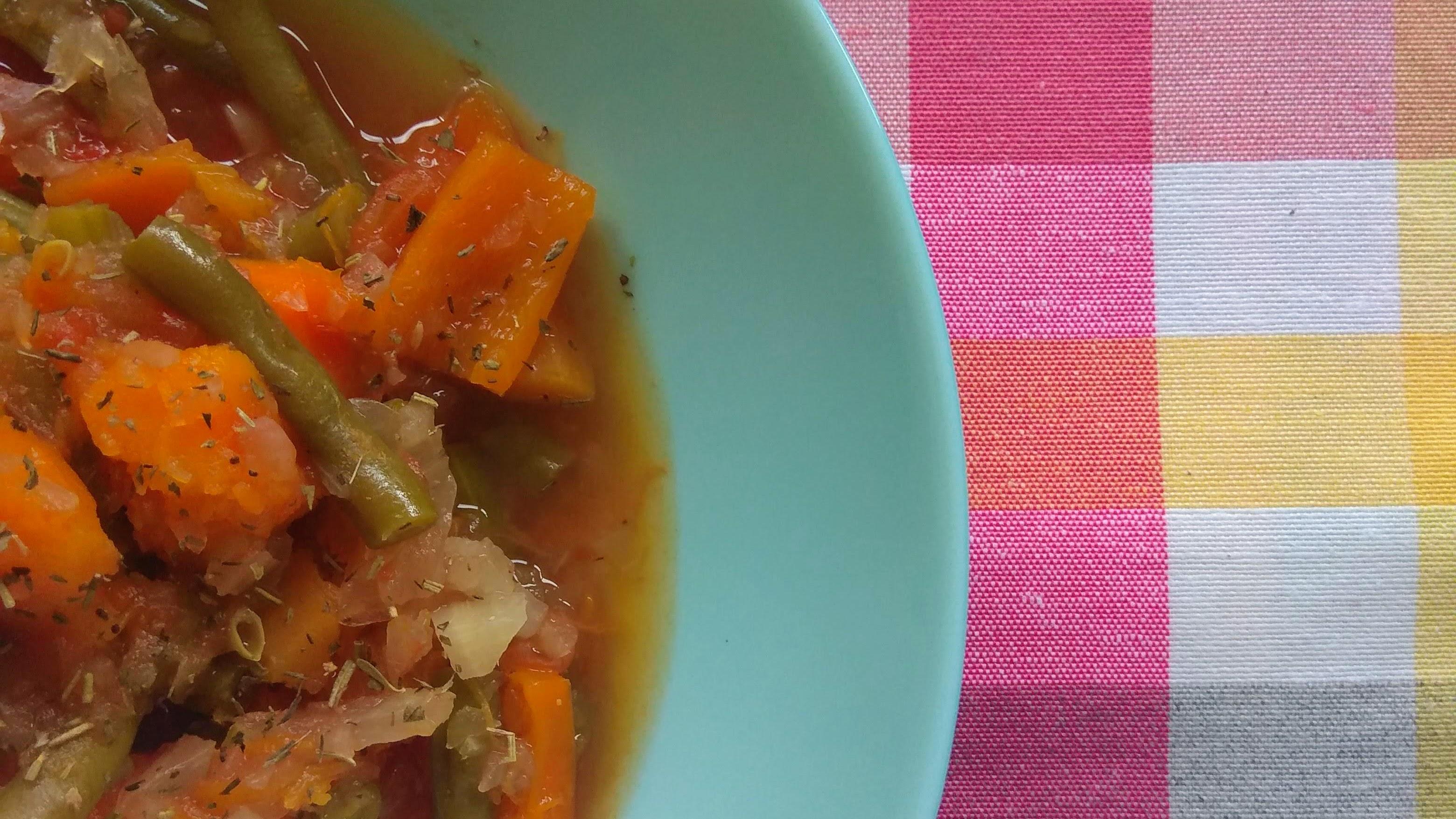Receta: Verduras guisadas. Descúbrela en: www.cocinandoconlola.com