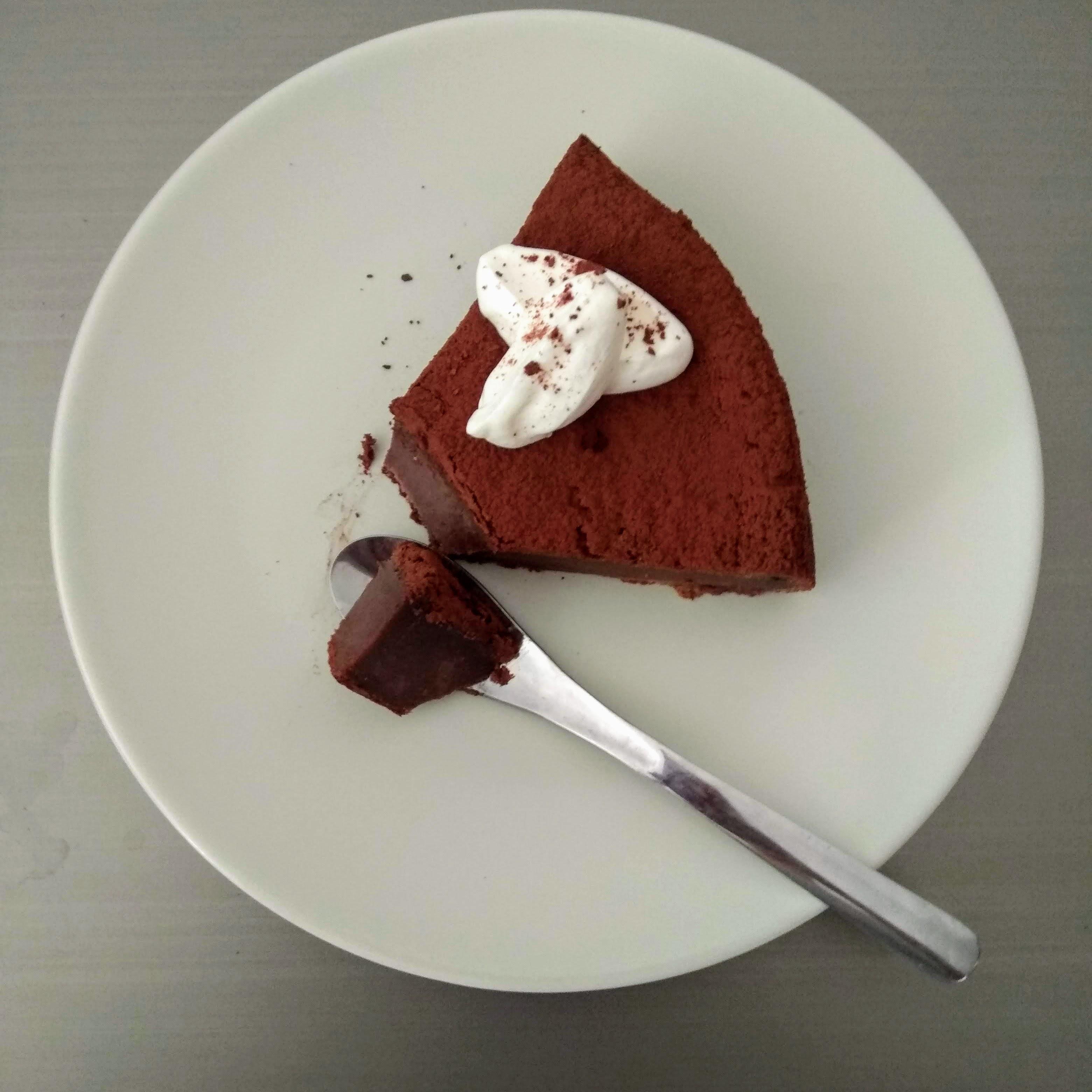 Receta: Tarta de queso fresco y chocolate. Descúbrela en: www.cocinandoconlola.com