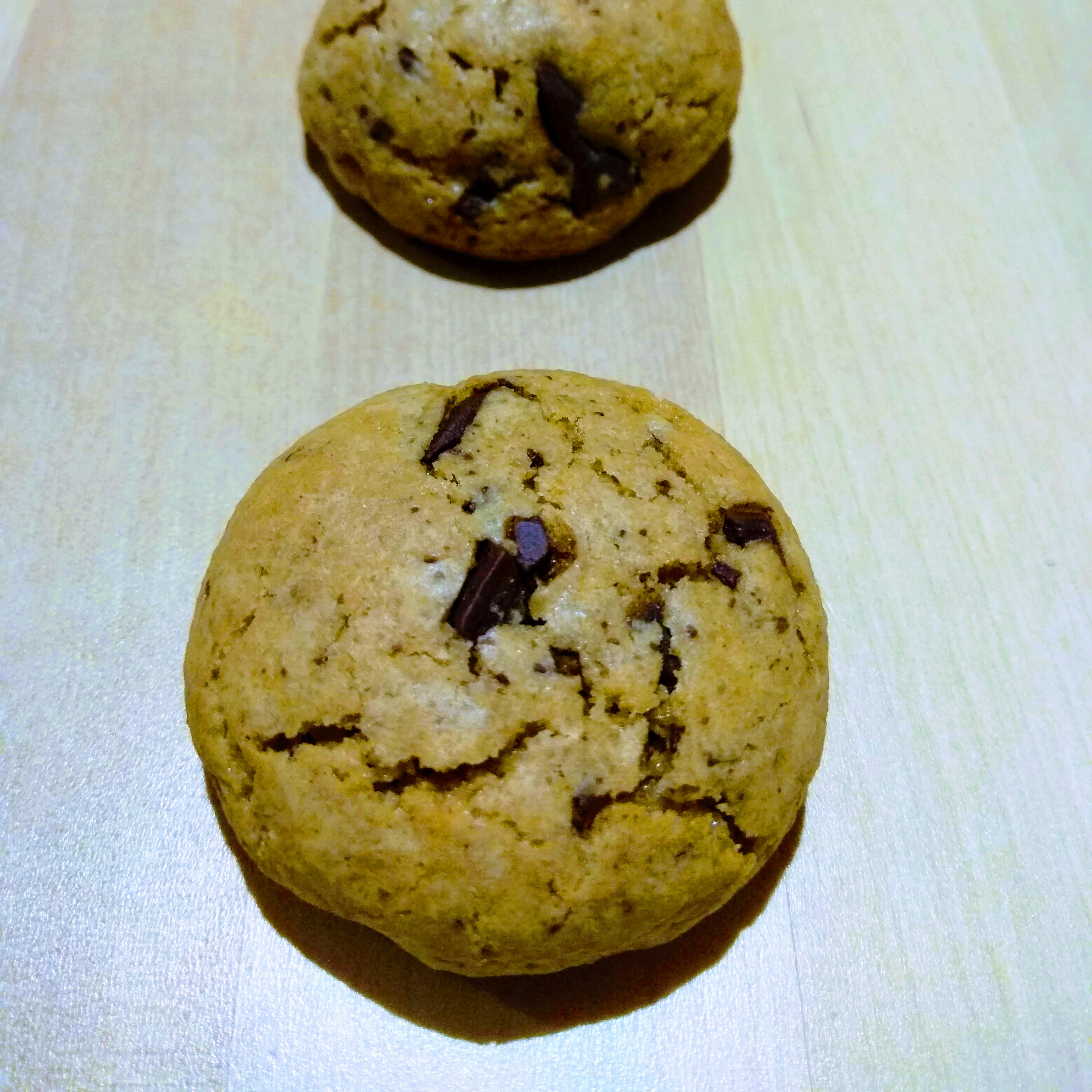 Receta de cookies de praliné y chocolate negro. Descúbrela en: www.cocinandoconlola.com