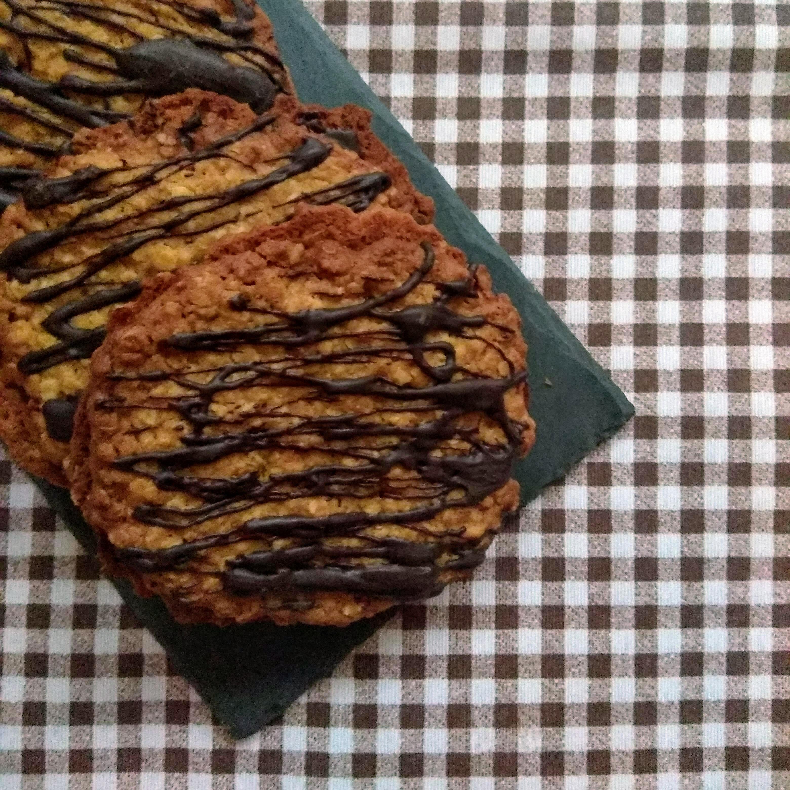 Receta de galletas de avena con chocolate (estilo ikea). Descúbrela en: www.cocinandoconlola.com