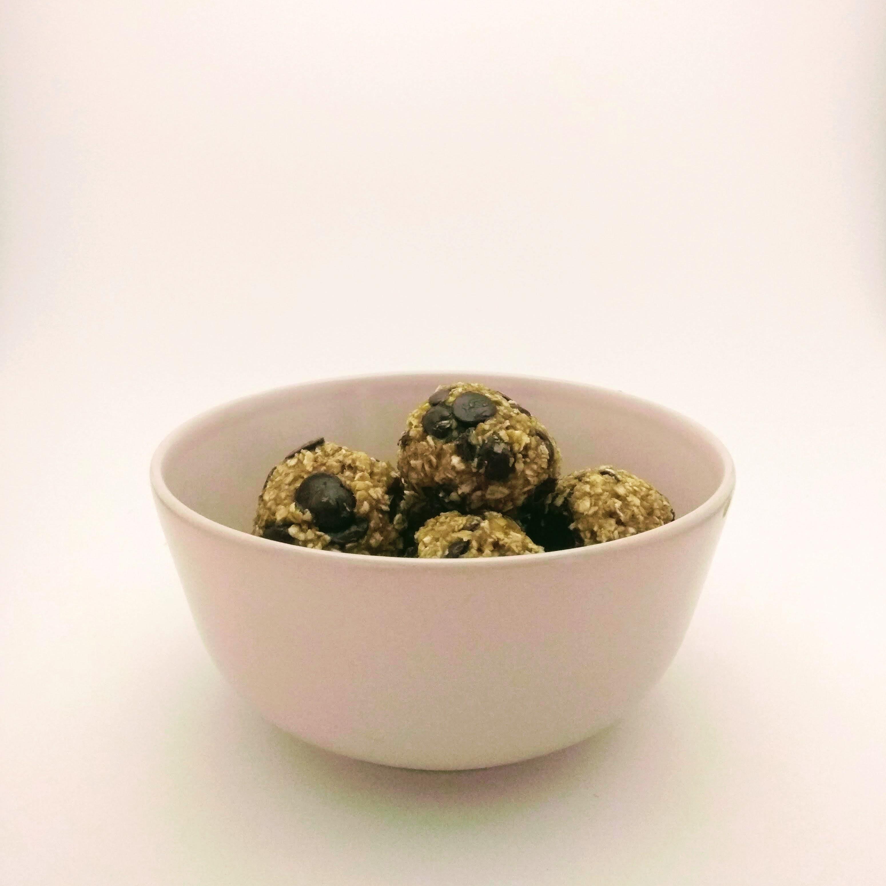 Receta de snacks saludables de avena y chocolate. Descúbrela en: www.cocinandoconlola.com