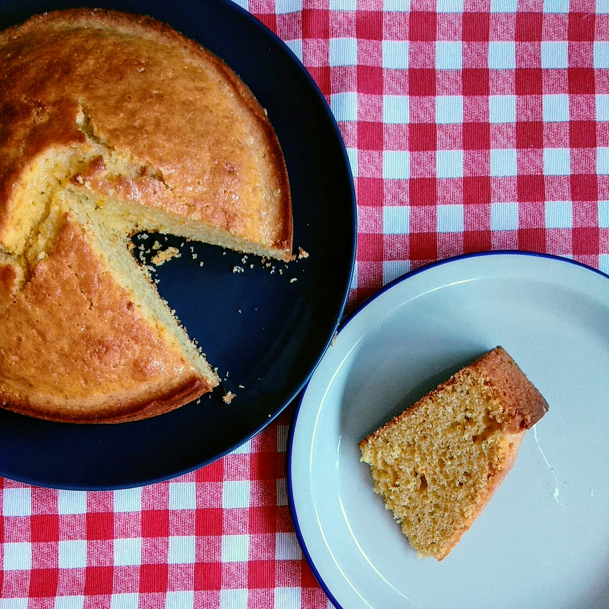 Receta fácil de Bizcocho extremeño. Descúbrela en: www.cocinandoconlola.com