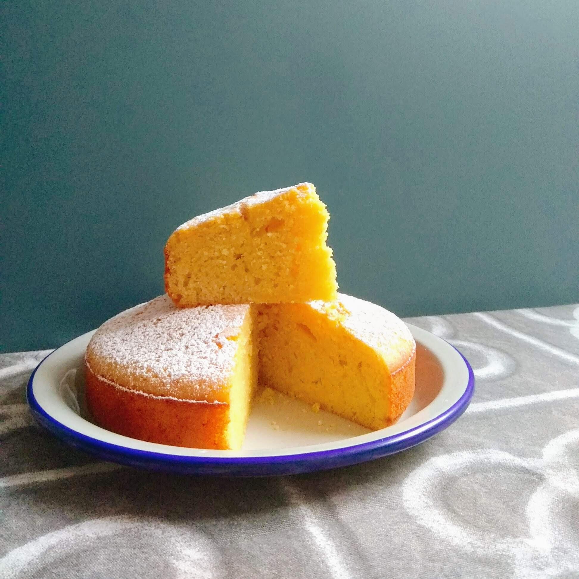 Receta de bizcocho jugoso de naranja. Descúbrela en: www.cocinandoconlola.com