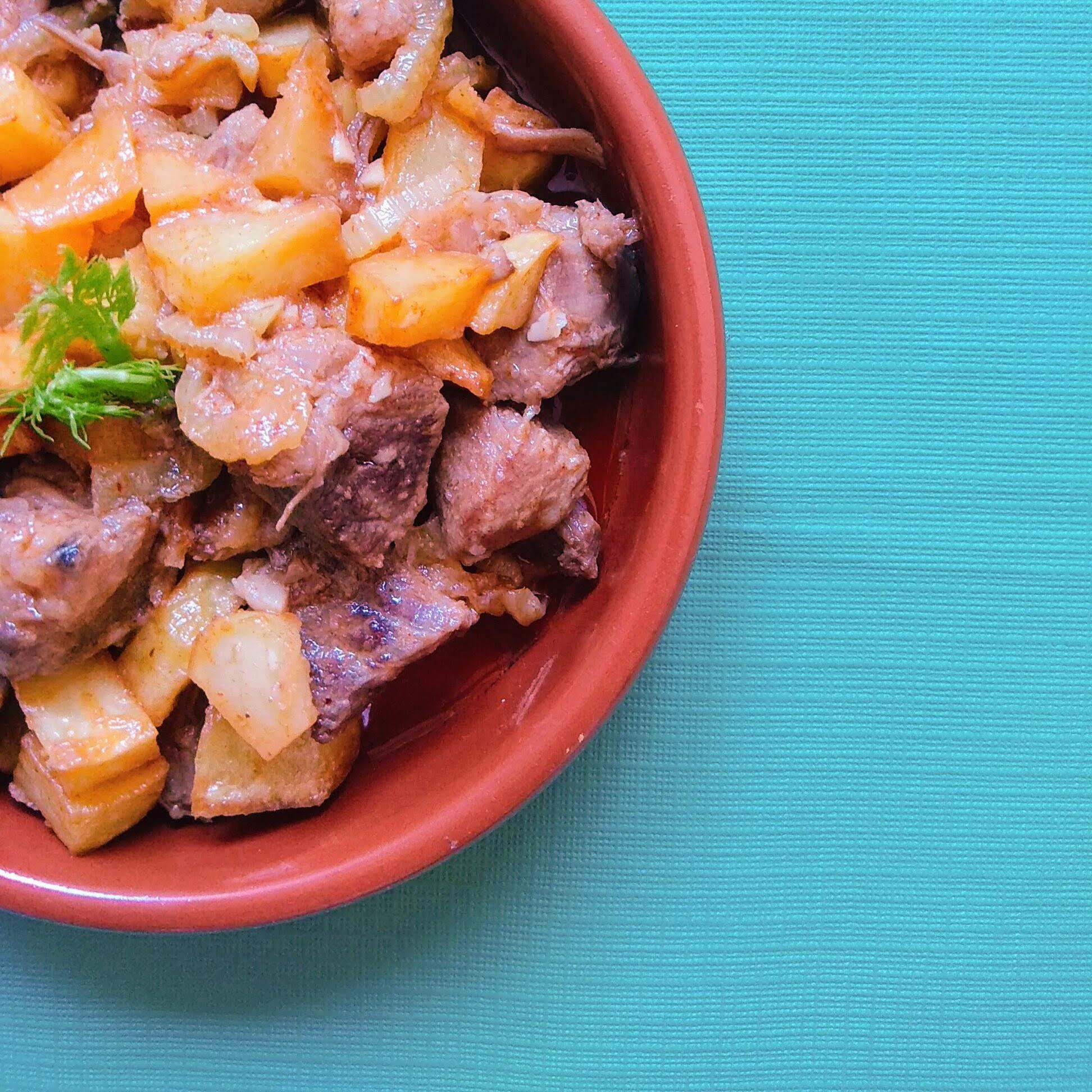Receta de guiso de carne con hinojo y patatas. Descúbrela en: www.cocinandoconlola.com