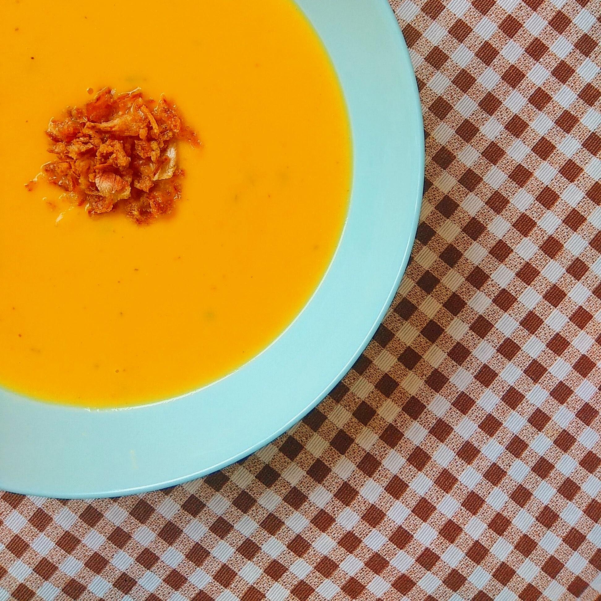 Receta fácil de crema de coliflor. Descúbrela en: www.cocinandoconlola.com