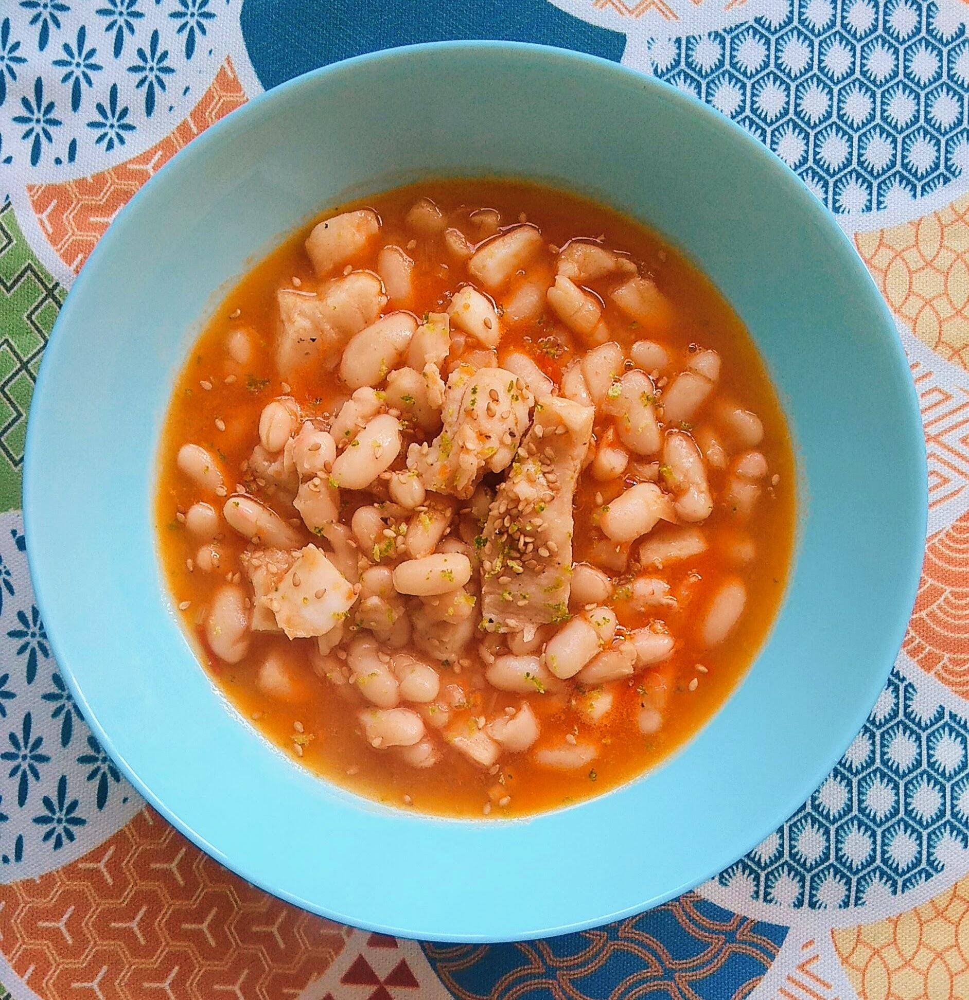 Receta de Alubias guisadas con pescado (estilo asiático). Descúbrela en: www.cocinandoconlola.com