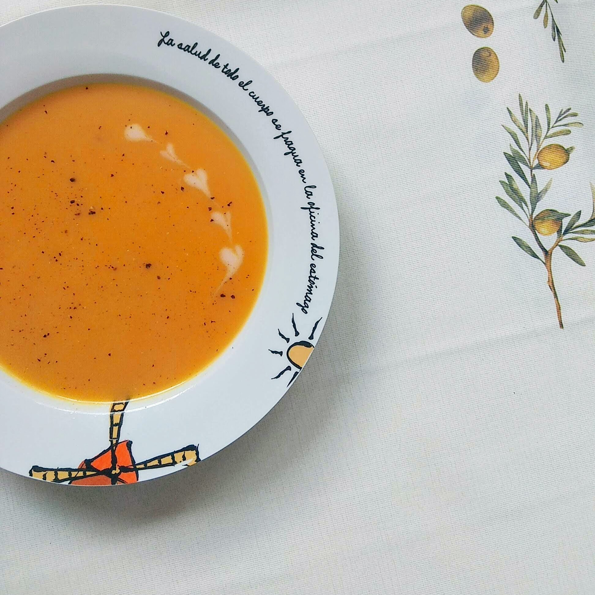 Receta fácil de sopa de zanahoria. Descúbrela en: www.cocinandoconlola.com