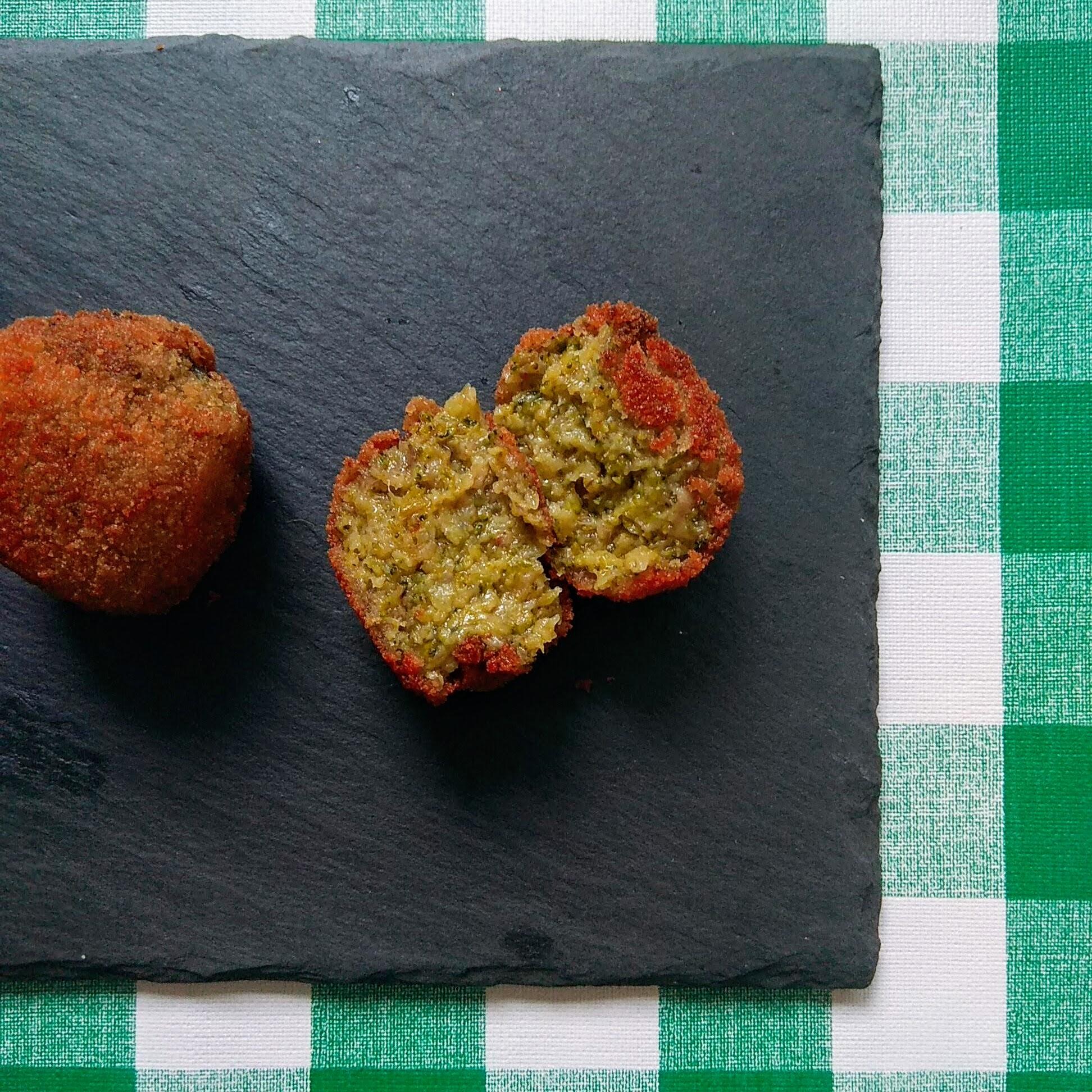 Receta fácil de croquetas veganas. Descúbrela en: www.cocinandoconlola.com