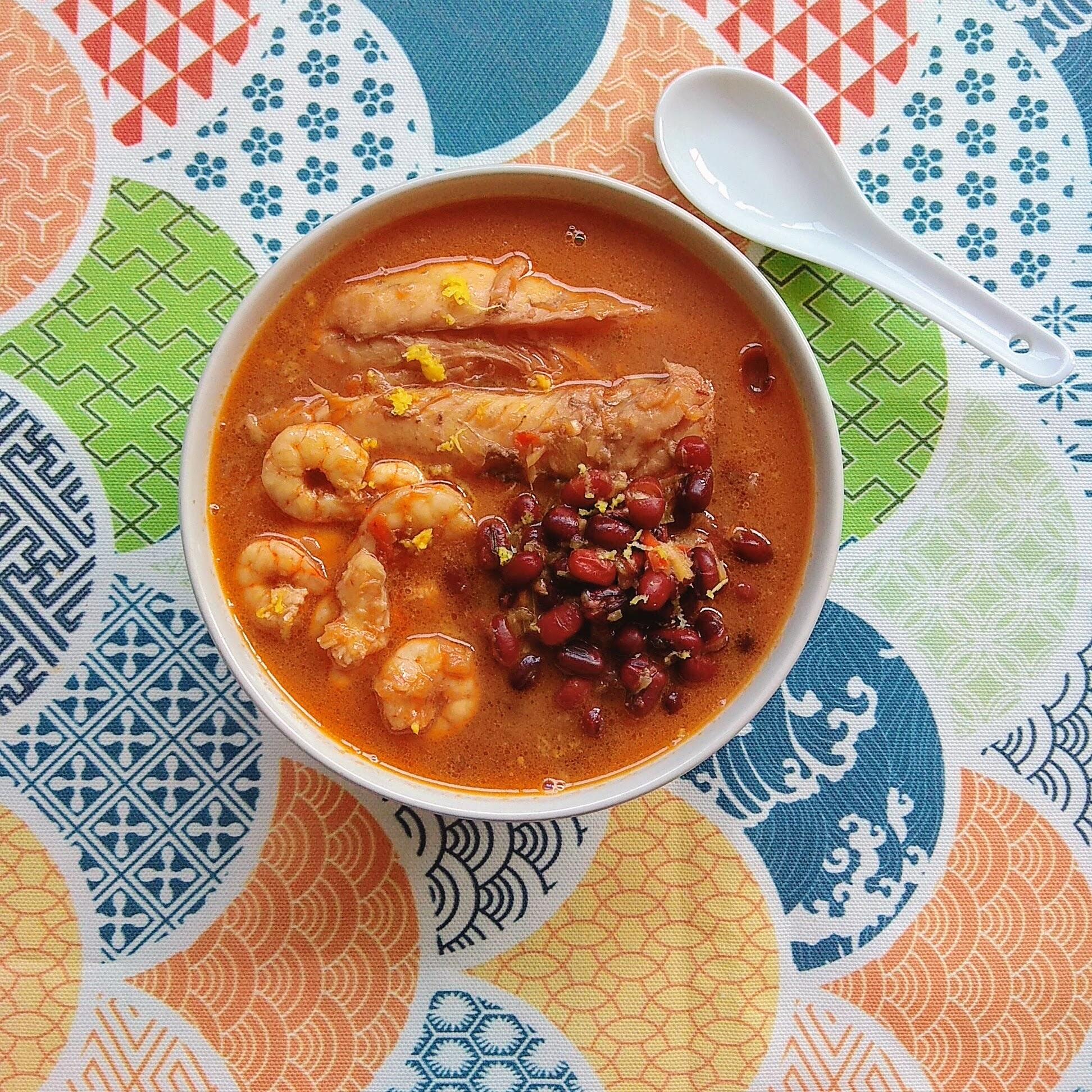 Receta fácil de Guiso de judías azuki con pescado. Descúbrela en: www.cocinandoconlola.com