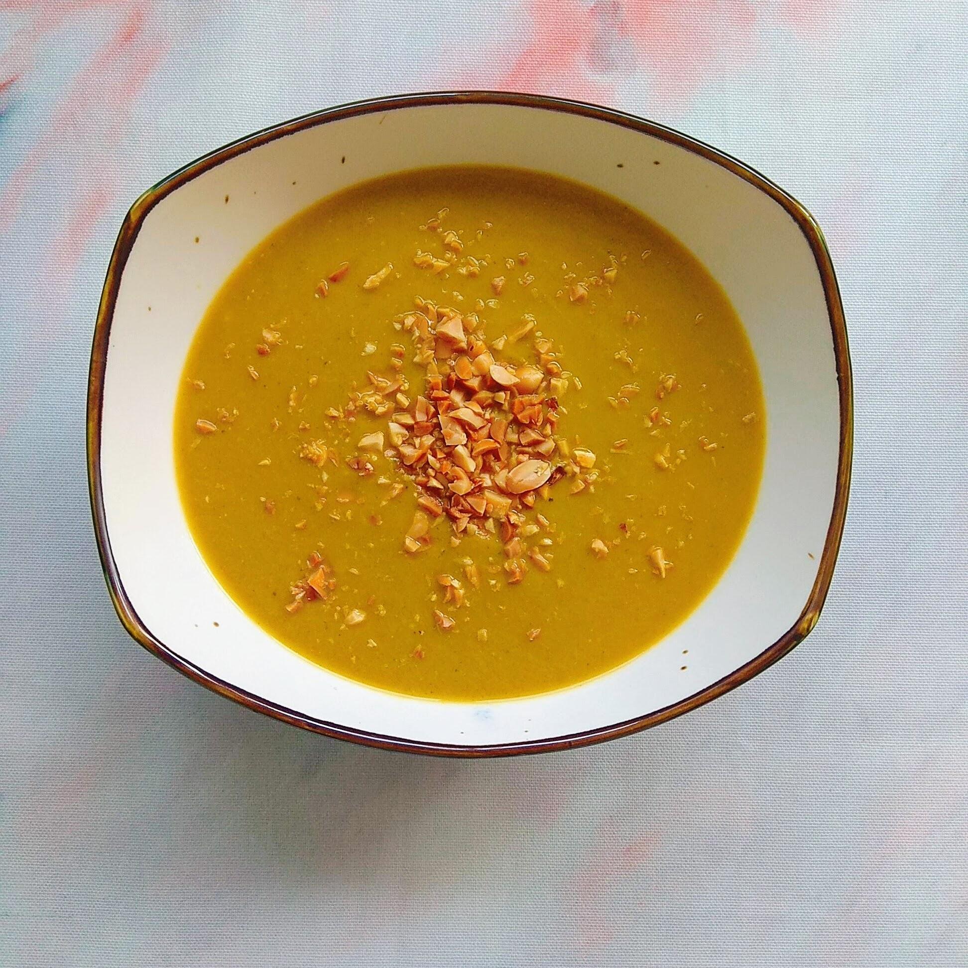 Receta fácil de crema de brócoli vegana. Descúbrela en: www.cocinandoconlola.com