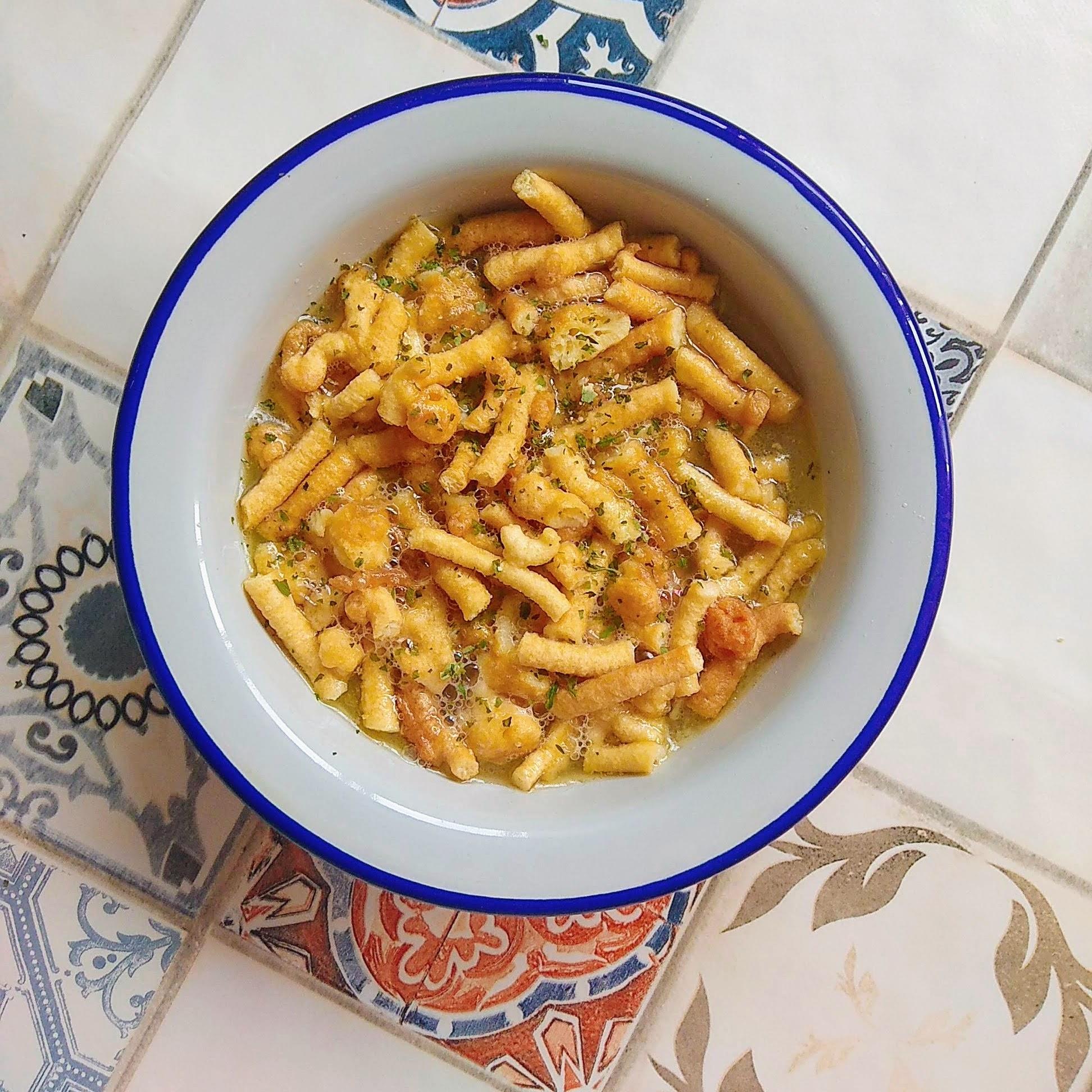 Receta fácil de sopa de canutillos. Descúbrela en: www.cocinandoconlola.com